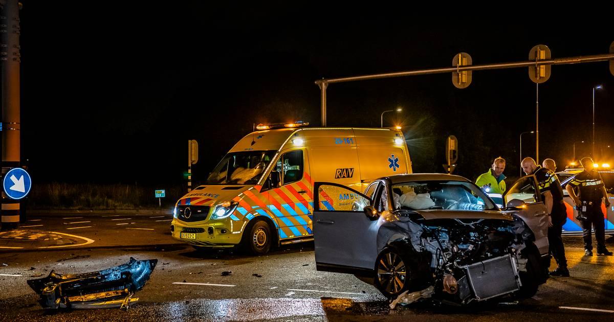 Wéér kapotte verkeerslichten na onweer, wéér een aanrijding op de Burgemeester Letschertweg in Tilburg.