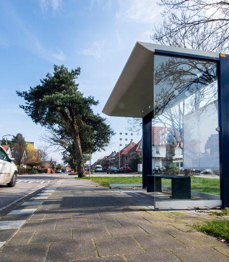 Verwarring rond busvervoer in Apeldoorn duurt voort: oude bushokjes verdwijnen pas in oktober