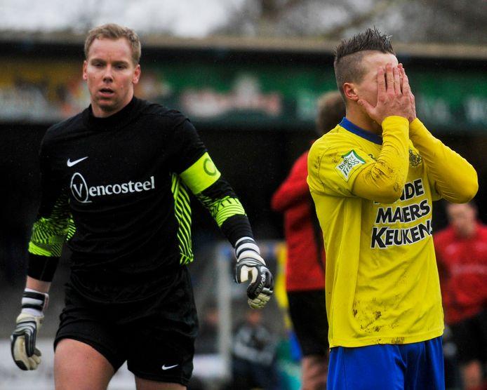 Jurgen Hendriks (l) in actie als doelman van EFC in 2013.