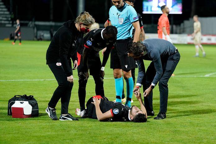 Maxi Romero verstapt zich en heeft pijn aan zijn knie.