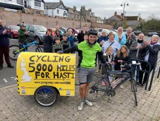 Brit (22) fietst 8.000 kilometer en haalt 35.000 euro op voor goede doel