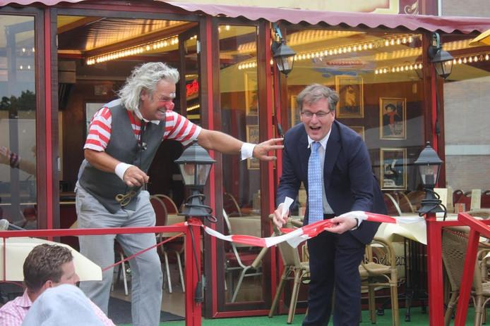 De kermis in Kaatsheuvel werd vrijdag feestelijk geopend door de wethouder.