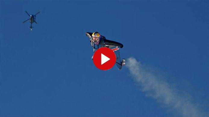 Skydiveteam scheert de beruchte Streif af
