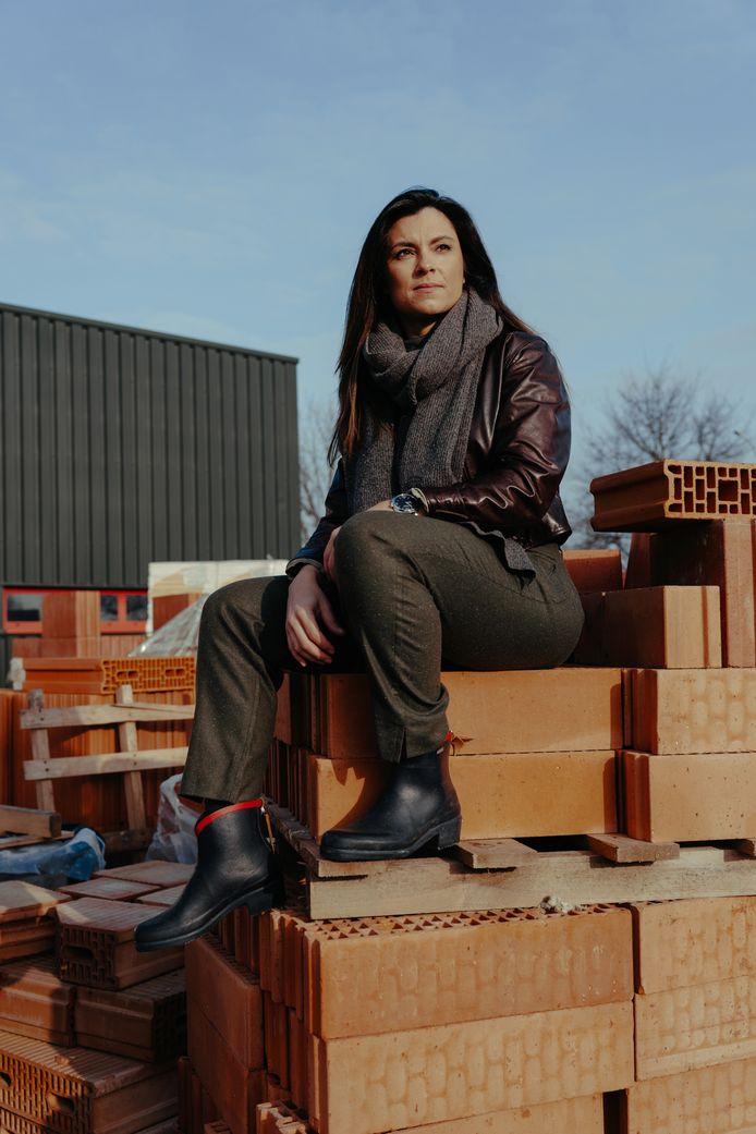 Bouwonderneemster Cerina Marchetta in Genk. Deze foto werd gemaakt op het familiebedrijf om 9 uur 's ochtends.