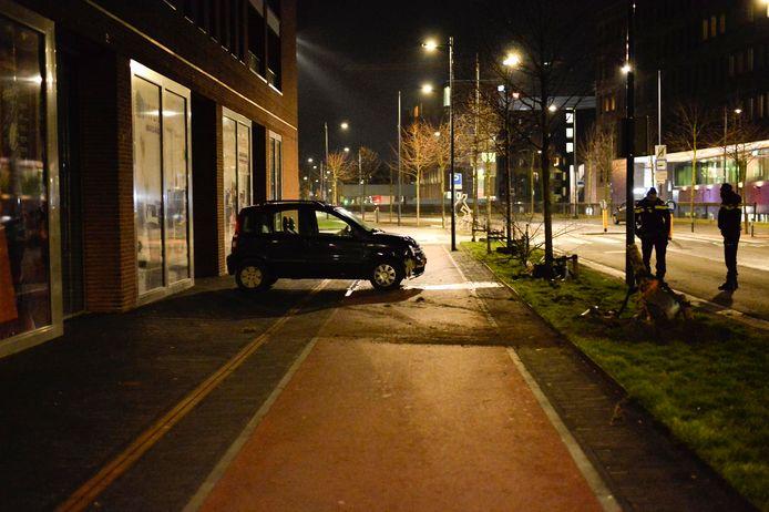 De automobilist was niet bij het voertuig aanwezig toen de hulpdiensten arriveerden.