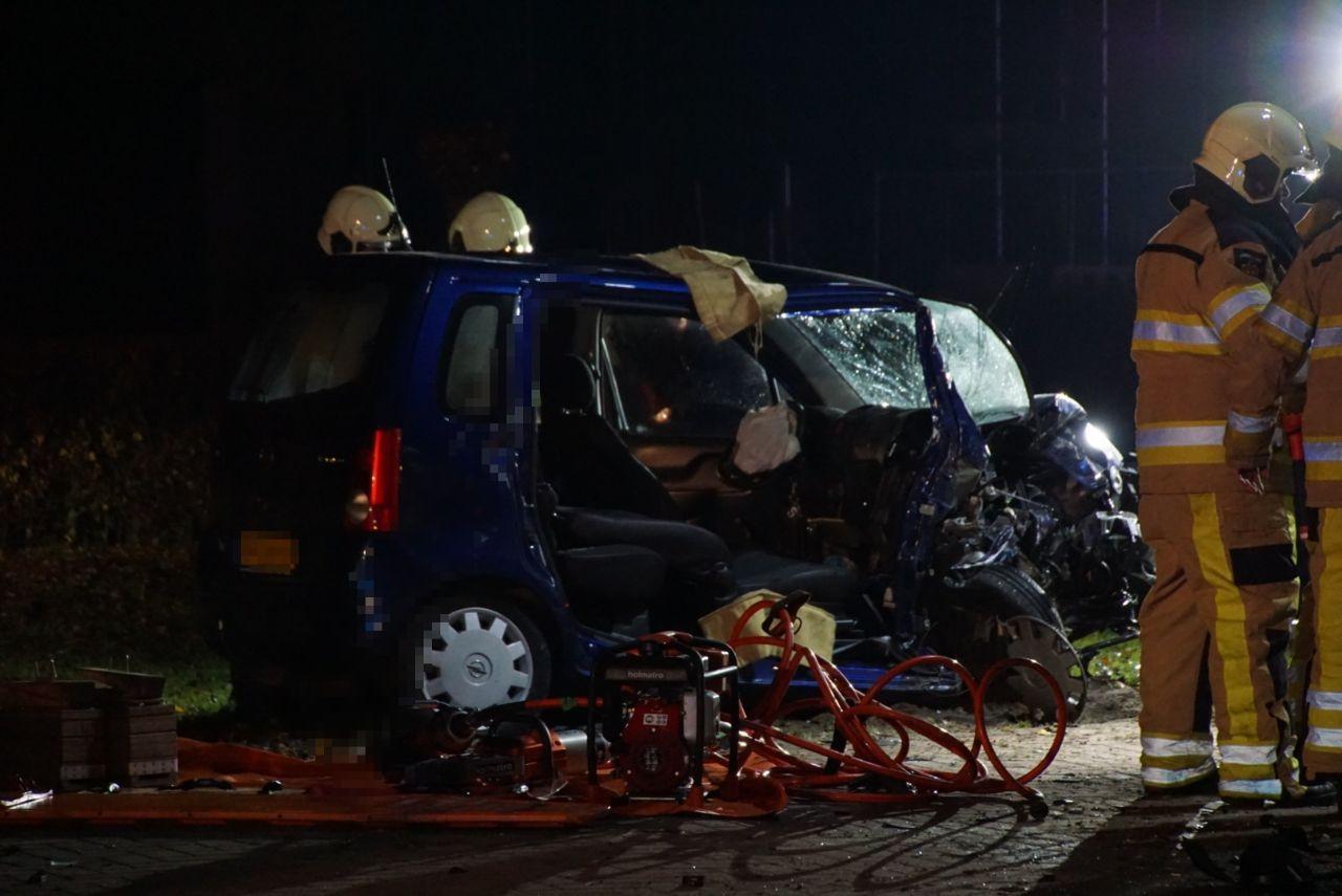 Ongeval Grote Kranerweerd Zwartsluis. Twee auto's op elkaar geklapt.