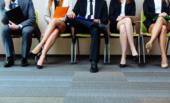 kandidaten wachten op een sollicitatiegesprek