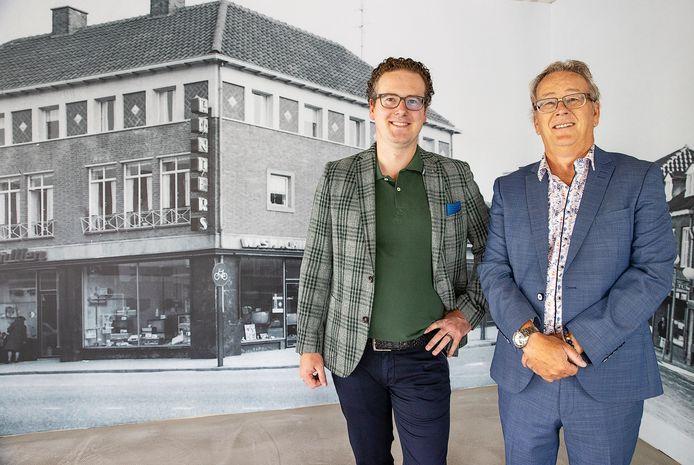 Jorg en Frans Rijnders, de derde en vierde generatie Rijnders.  Op de achtergrond een foto van oud Valkenswaard.