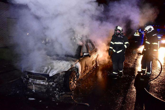 Vijf dagen geleden ging ook de Mercedes van het gezin in vlammen op.