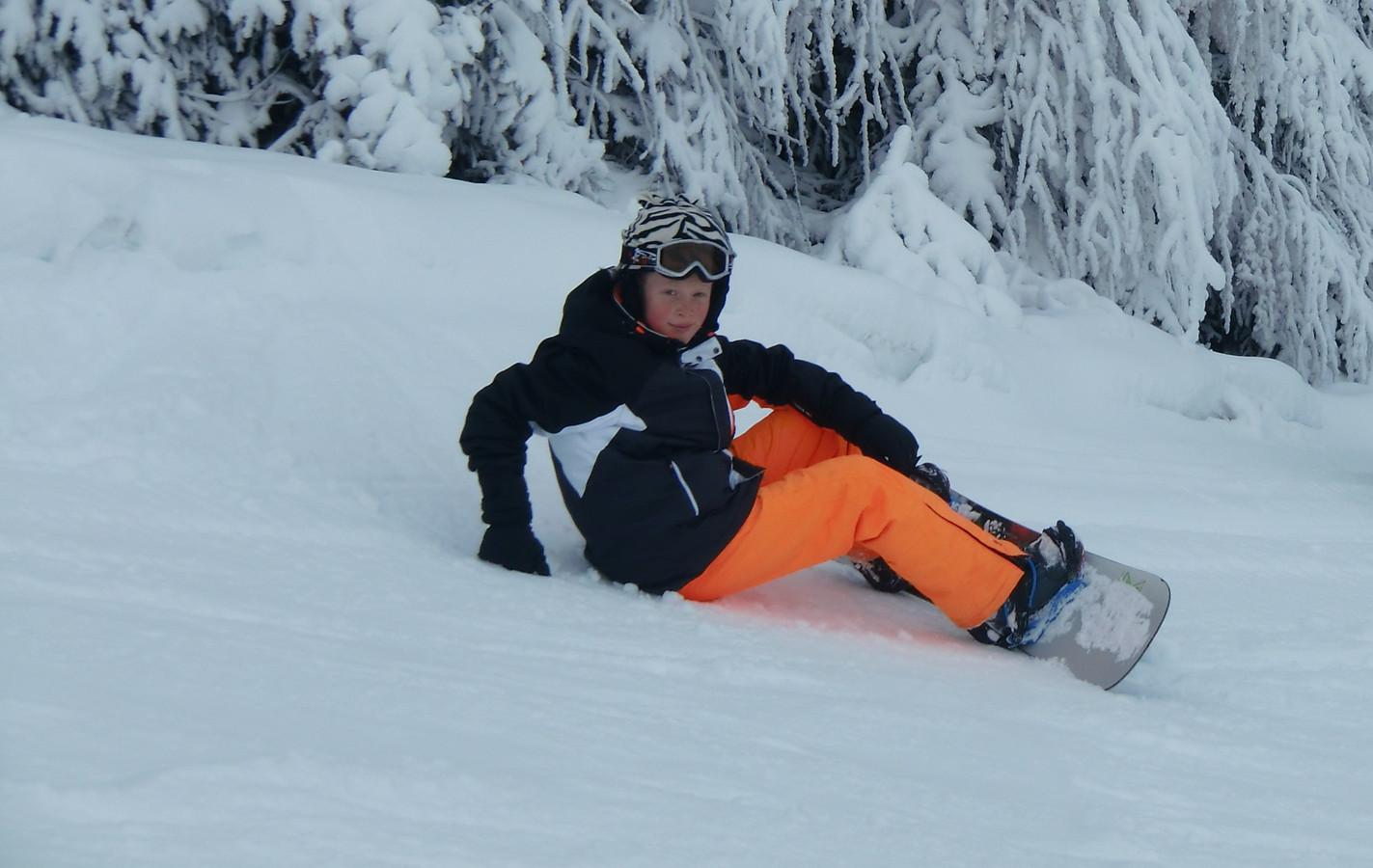 Tijdens een ski-vakantie in Oostenrijk klaagt Nikai over buikpuin. Het blijkt de opmaat naar erger.