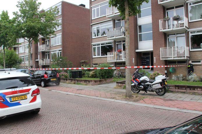 Het betreffende flatgebouw waar een overval zou hebben plaatsgevonden.