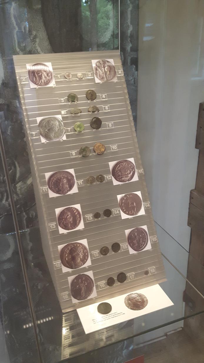 Romeinse munten die bij Halder zijn gevonden.