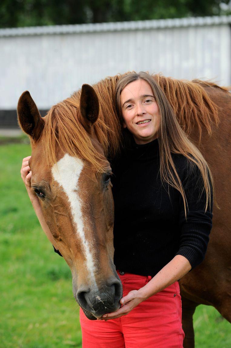 Anke Santens, hier op de foto voor haar ongeval, had haar eigen pr-kantoor en was paardencoach. Beeld Florian Van Eeno / PhotoNews
