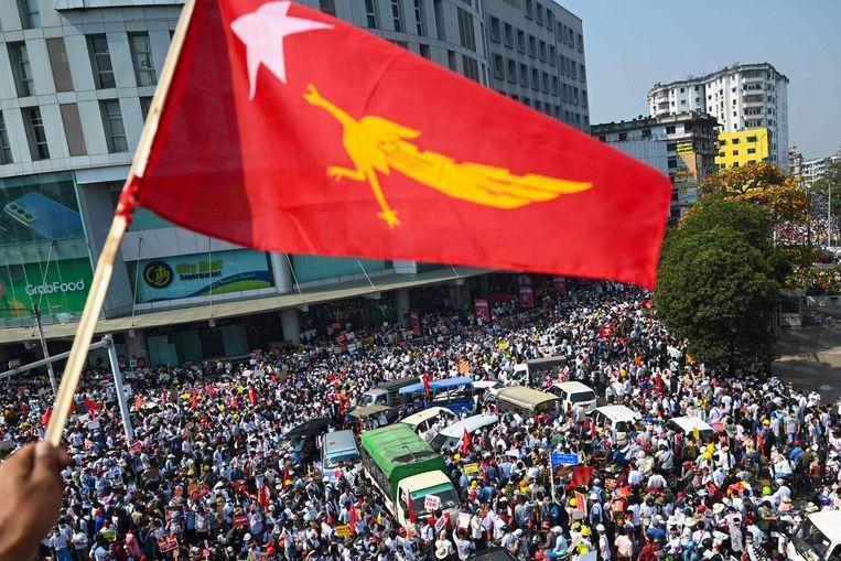 Protest tegen de militaire coup in de Myanmarese hoofdstad Yangon. Beeld AFP