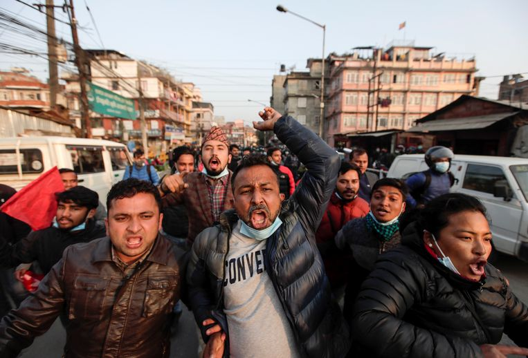 Protest in Kathmandu tegen de beslissingen van de president. Beeld Reuters