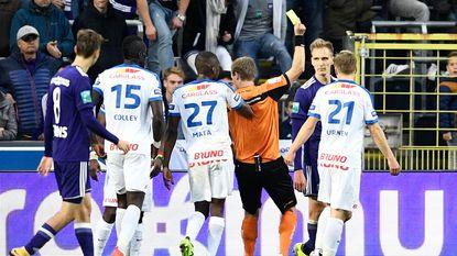 VIDEO: Had Anderlecht na eerste helft met negen moeten staan?