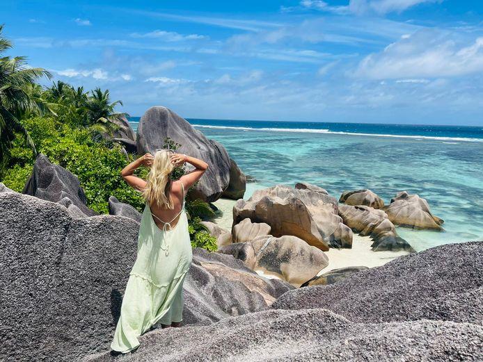 Onze reporter op La Digue, een van de eilanden van de Seychellen.