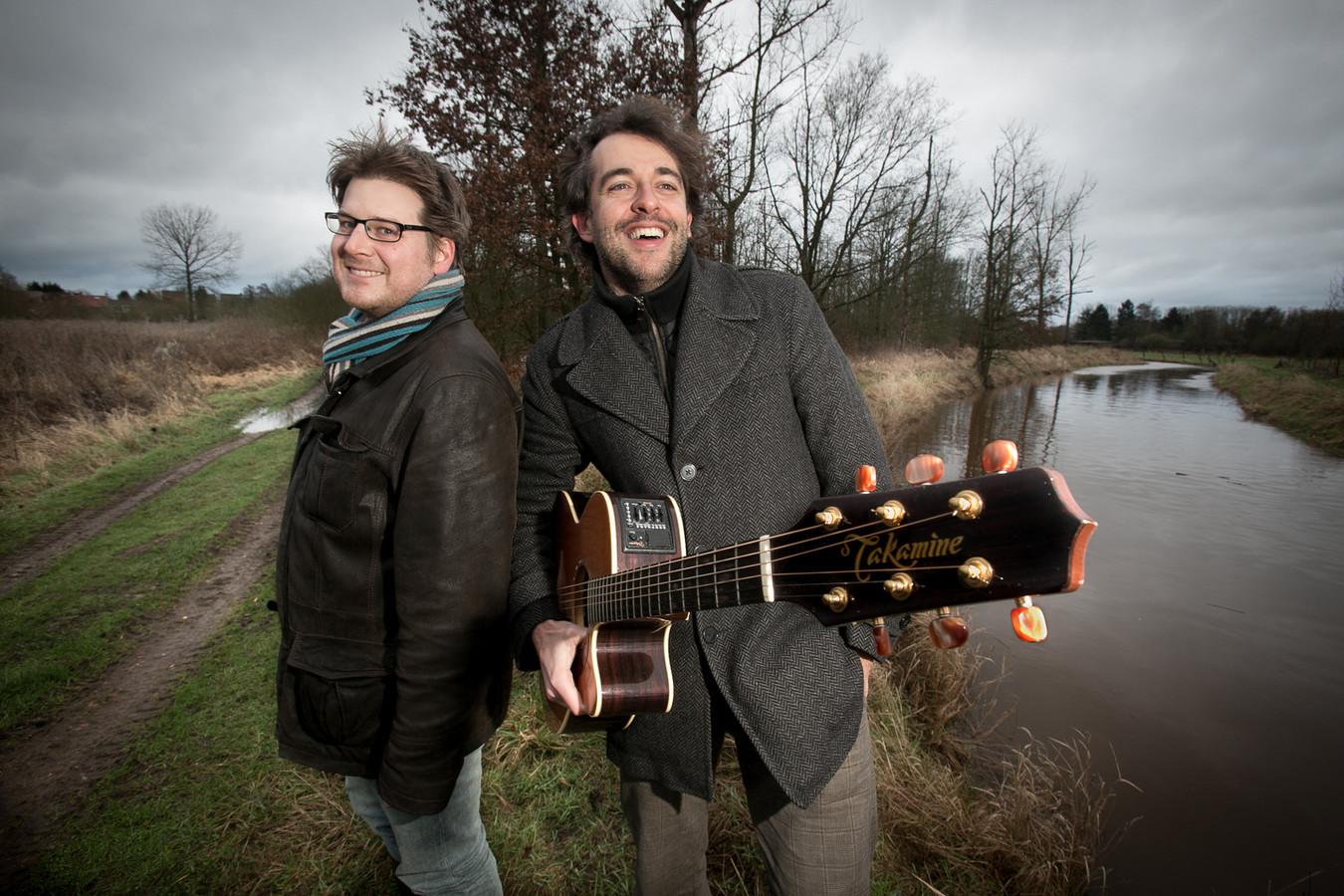 Lennaert Maes en Jochen Smets in de Demerbroeken. Binnenkort zingen ze ook over het Merodegebied.