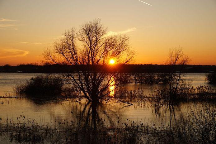 Een prachtige zon boven Zwolle, gemaakt door Wim Verdoold.