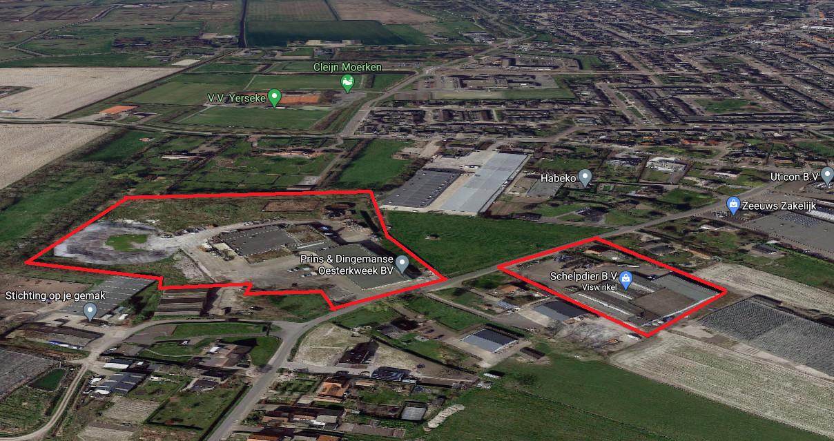 Op deze twee te koop staande locaties aan de Grintweg in Yerseke wil de gemeente Reimerswaal woningbouw stimuleren.