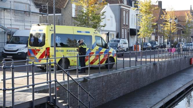 Bestuurder scootmobiel rijdt in water van Zevenbergse haven