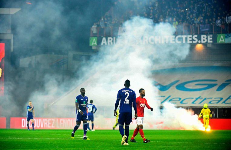 Rook in Luik: Standard-Anderlecht werd gisteravond gestaakt na een half uur.