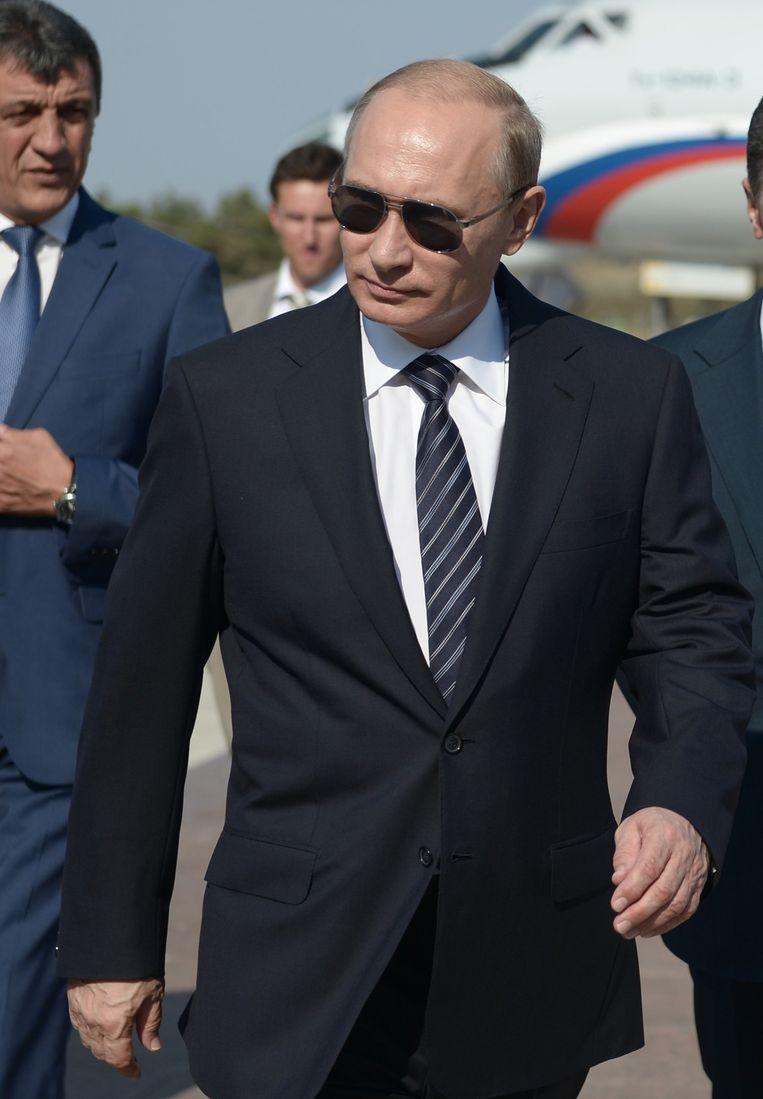 Poetin komt aan op het vliegveld in Belbek, nabij de havenstad Sebastopol. Beeld ap