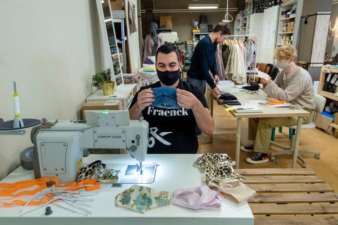 Dit voorjaar begonnen ze bij Fraenck met het maken van hippe mondkapjes.