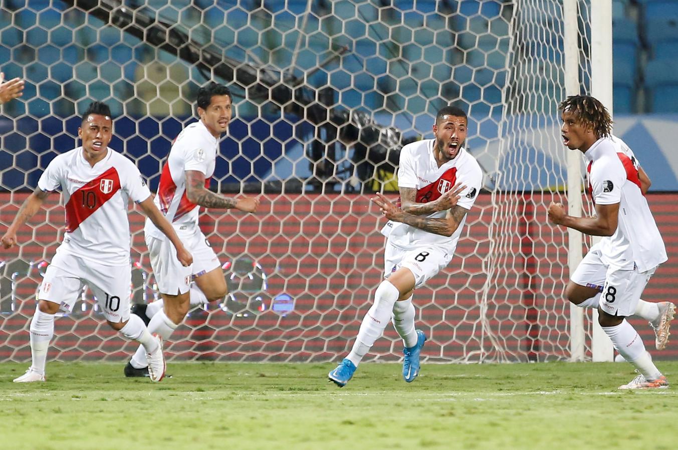 Sergio Peña (tweede van rechts) heeft gescoord tegen Colombia.