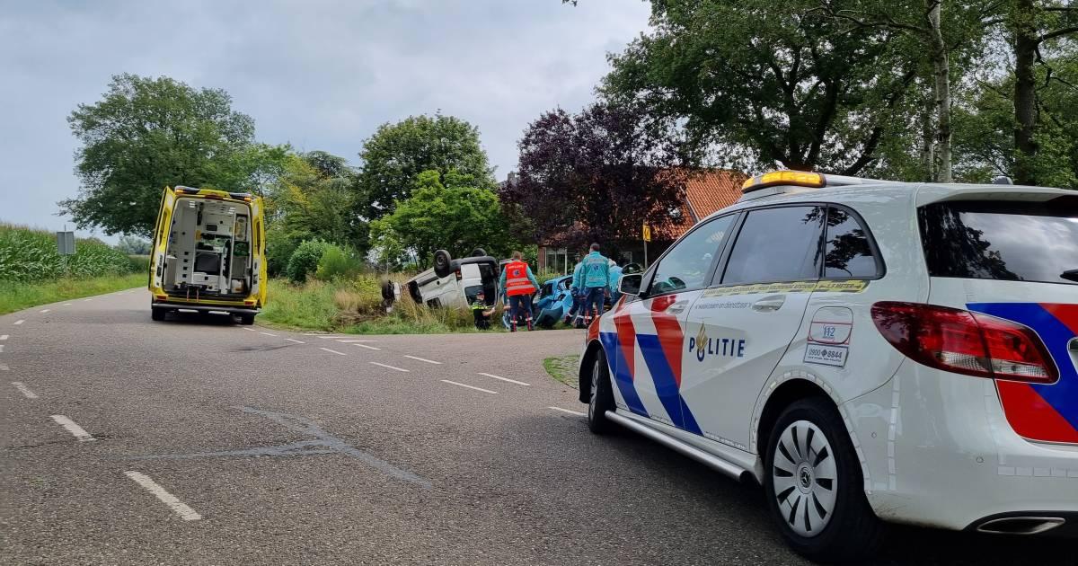 File na botsing tussen vijf autos bij Schipholtunnel, twee personen naar ziekenhuis.