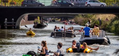 Mooi weer én pas geopende singel zorgen in Utrecht voor een ware stormloop op kano's en bootjes
