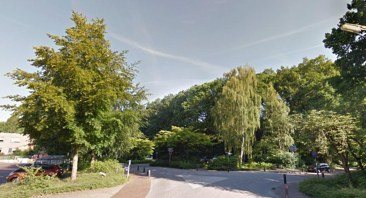 Rechts van de Chevallierlaan moet een parkeergarage komen in verband met de verbouw en nieuwbouw van winkels in het centrum van Ermelo.