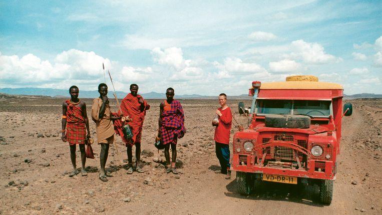 Emma Fischer in Kenia met Samburu. Beeld