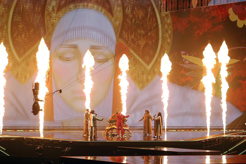 Vuur! Dansers! Een gekke jurk! Rusland zal zorgen voor één van de hoogtepunten op de Eurovisie-avond.