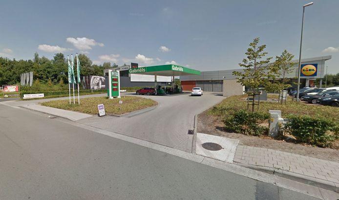 Het bij Nederlanders gewoonlijk zeer populaire tankstation van Gabriëls in Zelzate.