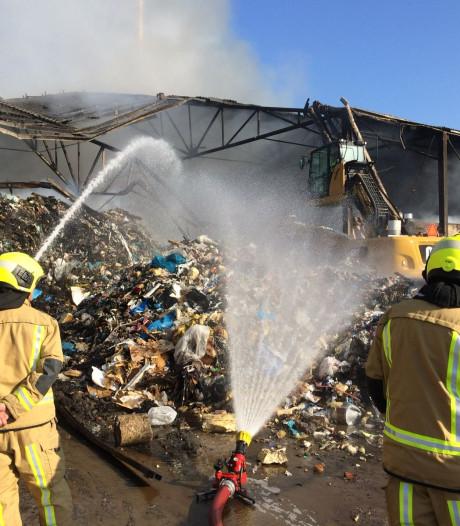 Nasleep grote brand neemt dagen in beslag