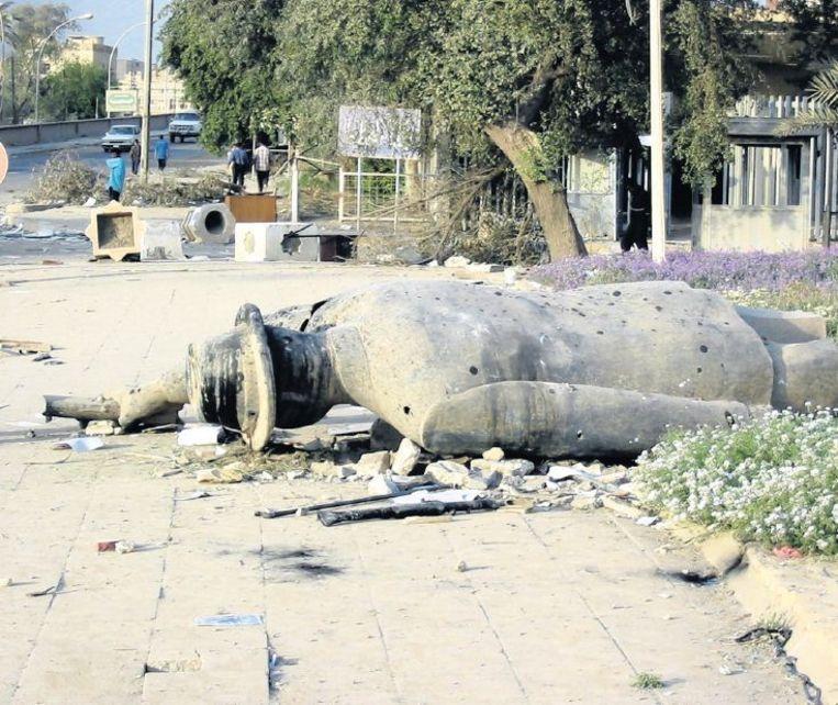Een, relatief klein, standbeeld van Saddam Hoessein dat in 2003 de volkswoede niet heeft doorstaan. Beeld Hans Jaap Melissen