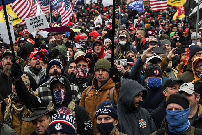 Aanhangers van aftredend president Donald Trump aan het Capitool op de dag van de bestorming.