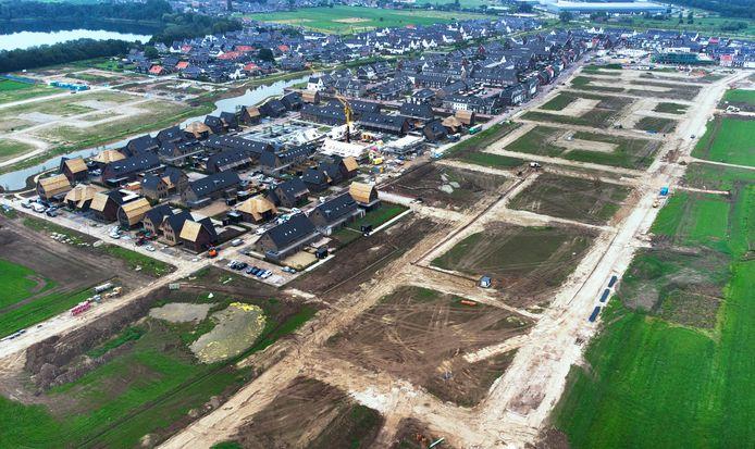 De nog vrijstaande percelen richting de dijk in het nieuwe dorp Hoef en Haag bij Vianen.