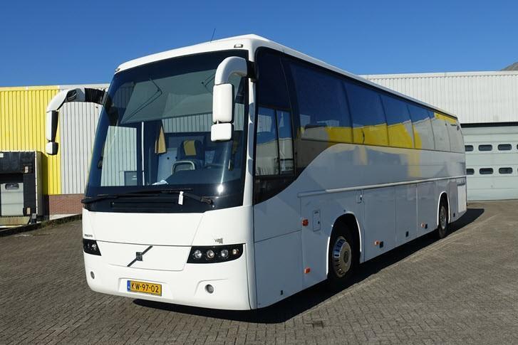 Een van de elf Volvo-bussen die op dit moment worden geveild.