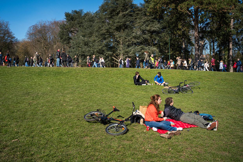 Coronaprotest in het Brusselse Ter Kamerenbos. Er wordt nu toch bekeken of er versoepelingen mogelijk zijn voor wie gevaccineerd is.