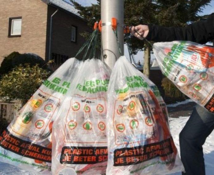 De KlikM, het systeem waaraan het plasticafval ter inzameling wordt opgehangen. foto Wouter Borre