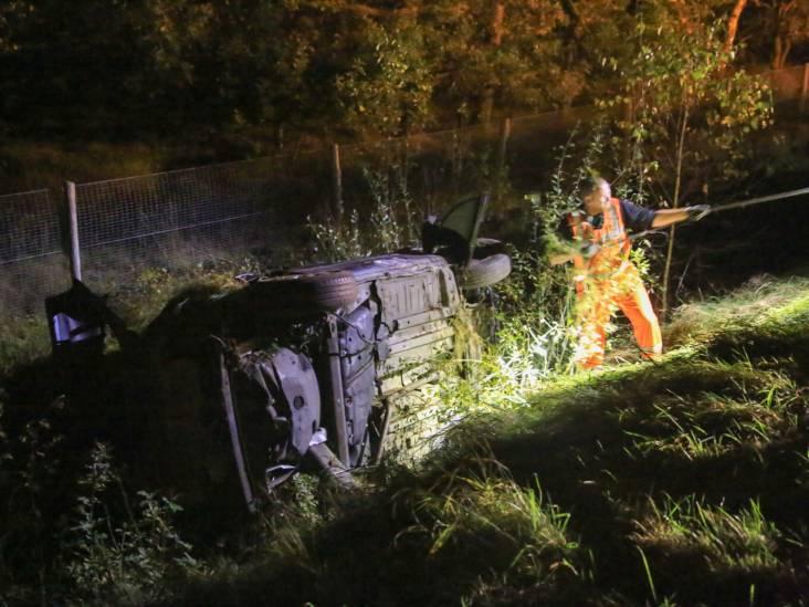 Dronken automobilist belandt in sloot langs A67 bij Helenaveen