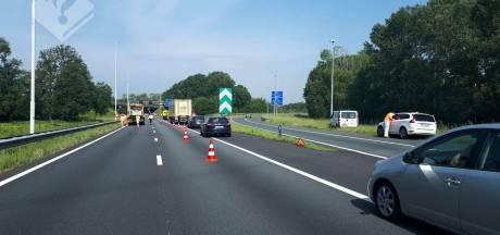 Drie wagens botsen tegen elkaar na stuurfout 18-jarige man op knooppunt De Baars bij Tilburg