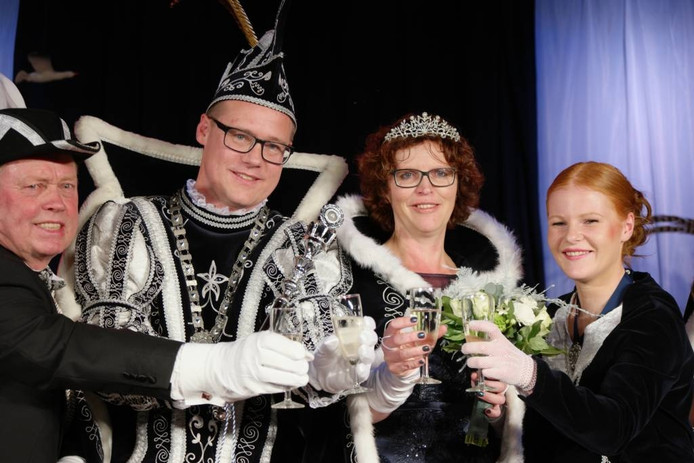 Prins Stefan de Eerste en zijn prinsen Manon. Foto pr