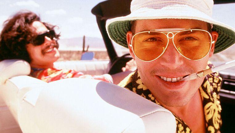 Benicio Del Toro en Johnny Depp in de cultfilm 'Fear and Loathing in Las Vegas'. Beeld rv