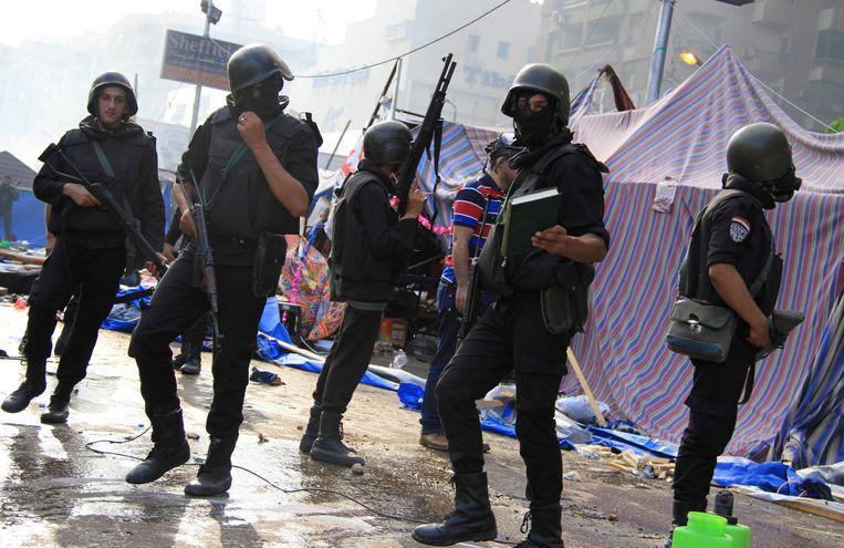 LEden van de oproerpolitie in Caïro, vandaag. Beeld reuters