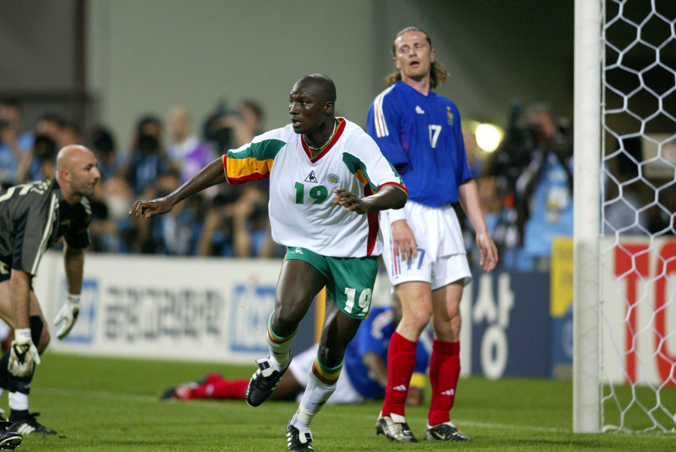 Papa Bouba Diop na zijn goal tegen Frankrijk.