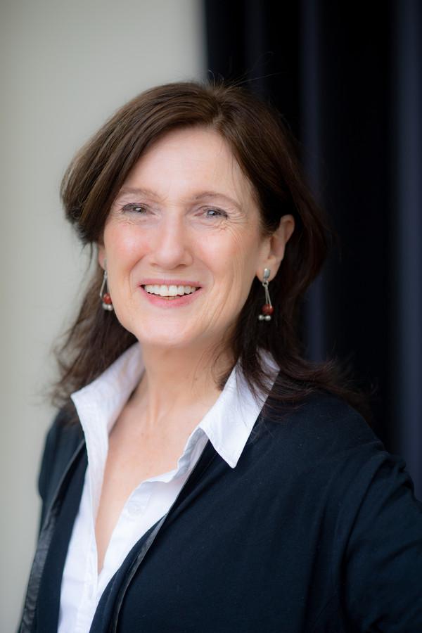 Prof. Lianne Hoogeveen.