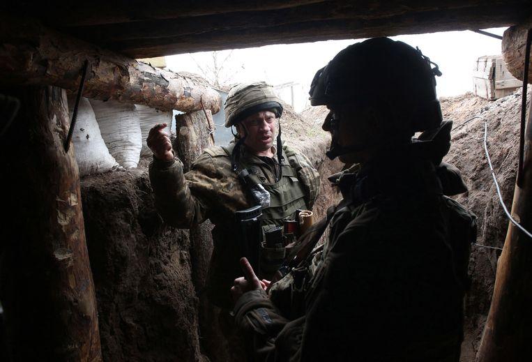 Oekraïense soldaten in de Donetsk regio, langs de grens met Rusland.  Beeld AFP
